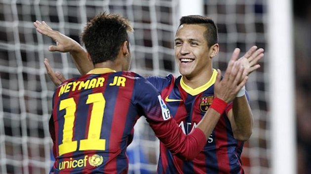 Barcelona's Alexis Sanchez (R) celebrates a goal against Espanyol with teammate Neymar during their Spanish First division soccer league match at Camp Nou stadium in Barcelona, November 1, 2013. REUTERS