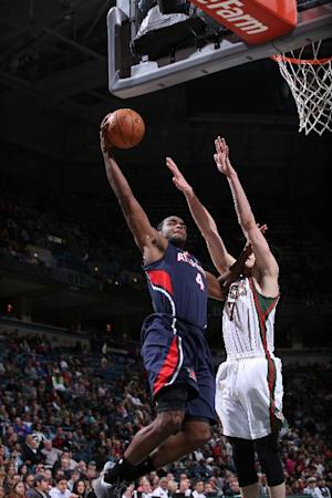 Millsap, Hawks crush Bucks 112-87