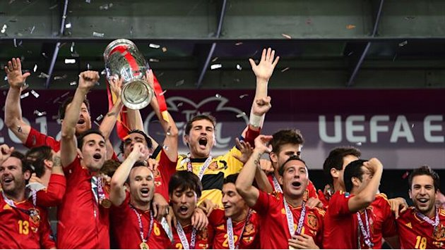 Historic Spain hammer Italy to win Euro 2012