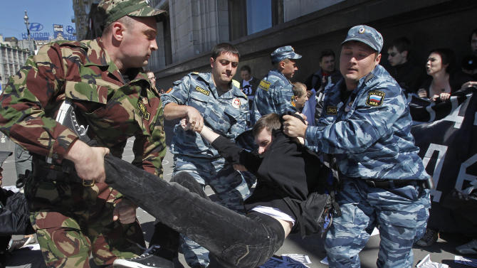 Russian police detain protesters outside the parliament building in Moscow, Russia, Tuesday, June 5, 2012. At least two dozen people have been detained outside Russian Parliament in Moscow as they were protesting against a bill on public rallies. The Kremlin-controlled Russian parliament is expected to pass a legislation on Tuesday that would raise fines 200-fold for taking part in unsanctioned rallies. Opposition leaders say that the law would also exacerbate tensions in the Russian society and leave the public with no free leeway of expressing their discontent.  (AP Photo/Misha Japaridze)