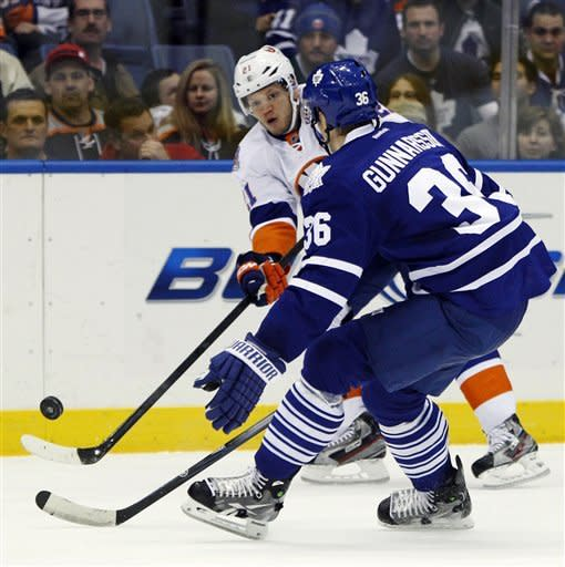 MacArthur scores 2nd goal in OT, Leafs top Isles