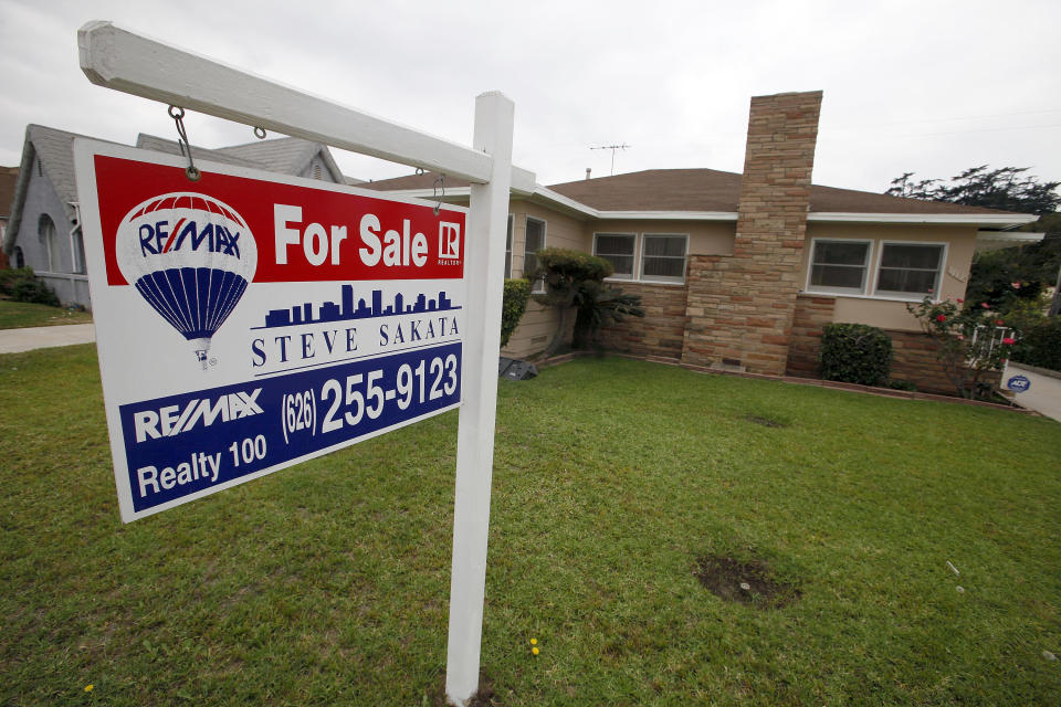 US rate on 30-year mortgage hits record 3.34 pct.