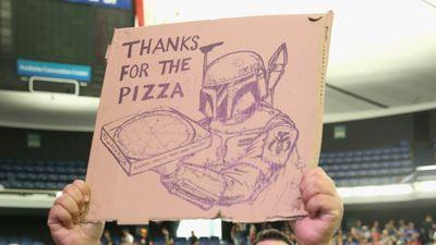 JJ Abrams Buys Pizza for Everyone in Line at Star Wars Convention