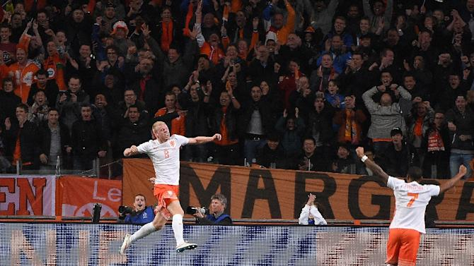 Netherland's Davy Klaassen (L) celebrates after scoring a goal during the friendly football match Netherlands vs Spain in Amsterdam, on March 31, 2015