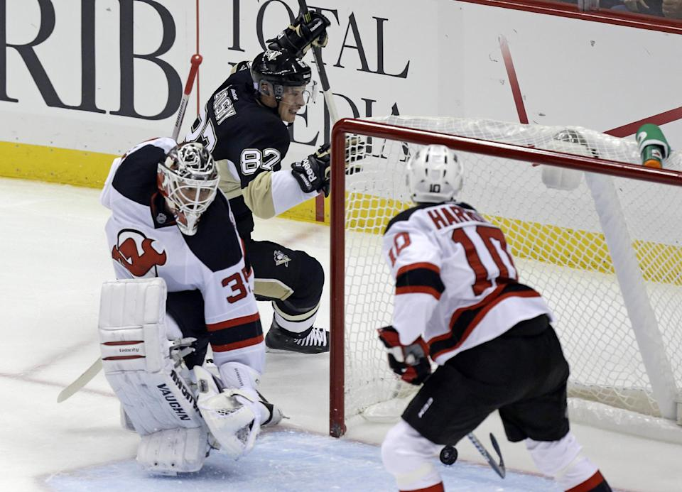 Crosby, Fleury lead Penguins over Devils 3-0