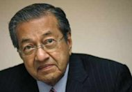 Dr M blames ungrateful Chinese and greedy Malays for BN's worst performance