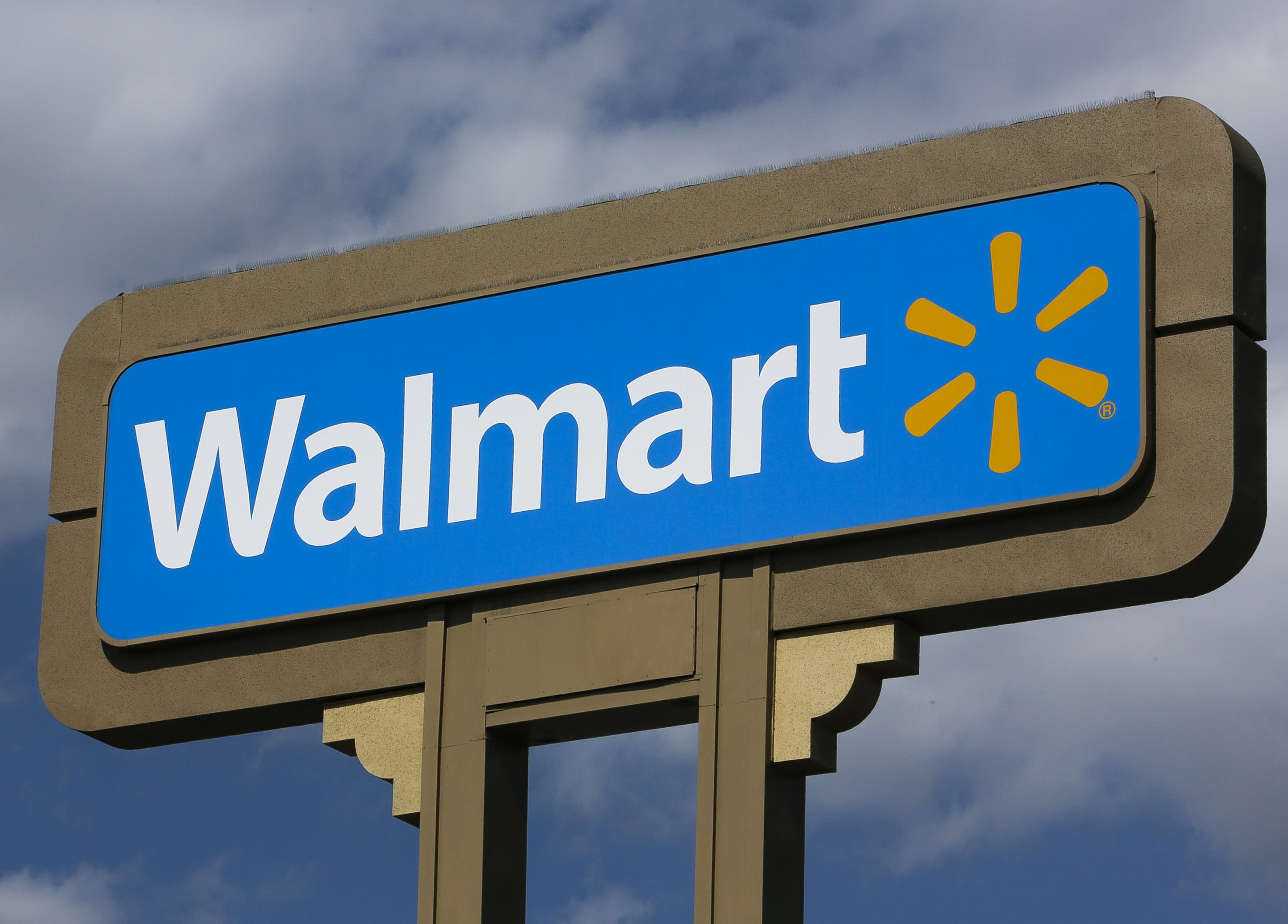 Wal-Mart to stop selling AR-15s and similar weapons
