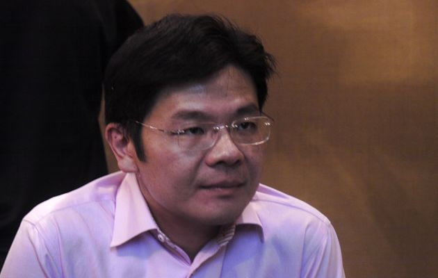 Senior Minister of State Lawrence Wong was listening intently to a youth group discussion. (Yahoo! photo)