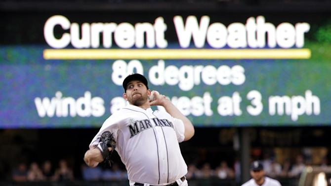 Seattle Mariners starting pitcher James Paxton throws against the Cleveland Indians in the first inning of a baseball game as the game-time temperature of 80 degrees is shown behind Thursday, May 28, 2015, in Seattle. (AP Photo/Elaine Thompson)