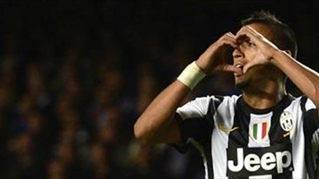 Vidal happy to stay at Juventus