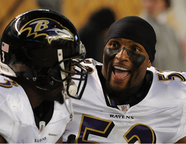PITTSBURGH, PA - NOVEMBER 6: Linebacker Ray Lewis #52 of the Baltimore Ravens talks to a teammate on the sideline during a game against the Pittsburgh Steelers at Heinz Field on November 6, 2011 in Pi