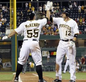 Pirates rally for 5-4 victory over sloppy Mets