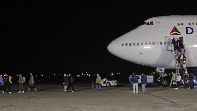The San Francisco 49ers arrive at the Louis Armstrong International Airport for the NFL Super Bowl XLVII football game Sunday, Jan. 27, 2013, in New Orleans. (AP Photo/Morry Gash)