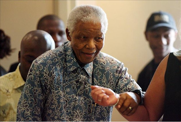 Mandela &quot;est consciente&quot; en el hospital donde ingres por una infeccin pulmonar