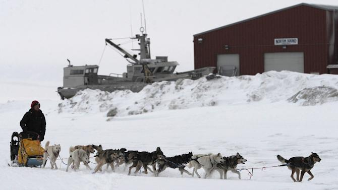 Musher Mitch Seavey arrives at the Unalakleet, Alaska, checkpoint Sunday, March 10, 2013, during the Iditarod Trail Sled Dog Race. (AP Photo/The Anchorage Daily News, Bill Roth)  LOCAL TV OUT (KTUU-TV, KTVA-TV) LOCAL PRINT OUT (THE ANCHORAGE PRESS, THE ALASKA DISPATCH)