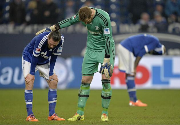 Schalke goalkeeper Ralf Faehrmann comforts Schalke's Tim Hoogland after the German Bundesliga soccer match between FC Schalke 04 and FSV Mainz 05 in Gelsenkirchen,  Germany, Friday, Feb. 21, 2014.