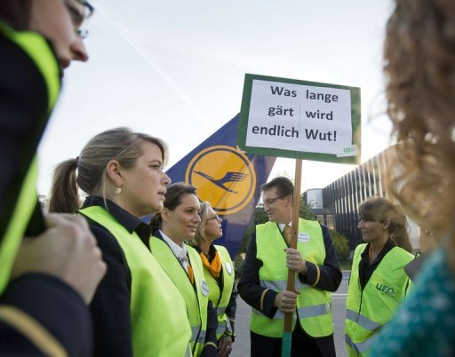 <p>Flight attendants strike at the airport in Frankfurt/M., western Germany. German flag carrier Lufthansa on Tuesday cancelled over 200 flights at its Frankfurt hub, Europe's third busiest, as a union chief threatened to hit every German airport with a 24-hour strike on Friday.</p>
