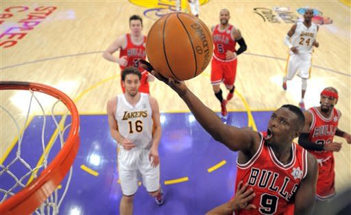 Bulls rally to stun Lakers on Rose's winner
