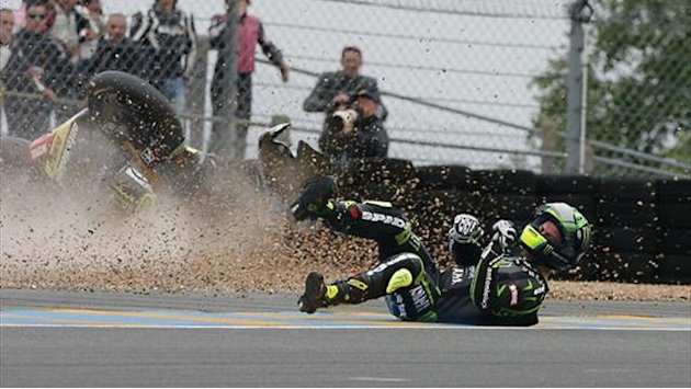 Motorcycling - Crutchlow suffers shin fracture in crash