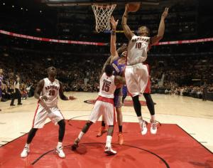 DeRozan scores 23 as Raptors top Suns to snap skid