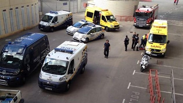 Police and emergency services arrive at the Iberostar Stadium (Photo: mallorcadiario.com)