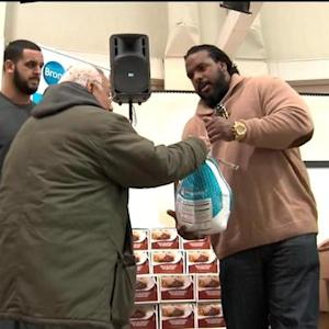New York Jets guard Willie Colon gives back to the Bronx