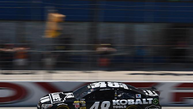 In The Pits: Selfies can't fix attendance woes