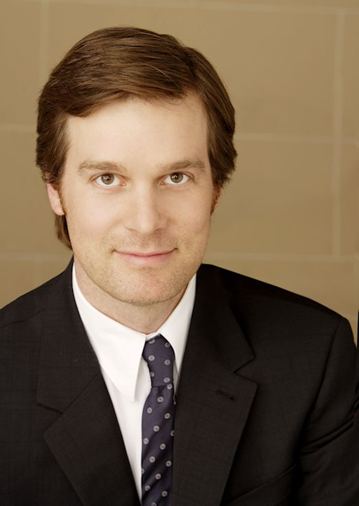 Peter Krause stars as Nick in Dirty Sexy Money. 
