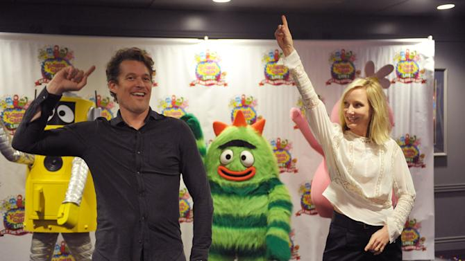 """James Tupper, left, and Anne Heche rehearse the Yo Gabba Gabba! """"dancey dance"""" backstage at Yo Gabba Gabba! Live!: Get The Sillies Out! 50+ city tour kick-off performance on Thanksgiving weekend at Nokia Theatre L.A. Live on Friday Nov. 23, 2012 in Los Angeles. (Photo by John Shearer/Invision for GabbaCaDabra, LLC./AP Images)"""