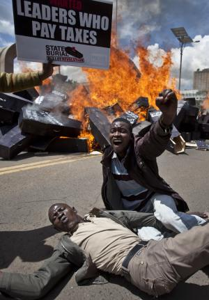 Kenya: Coffins set on fire to protest outgoing MPs