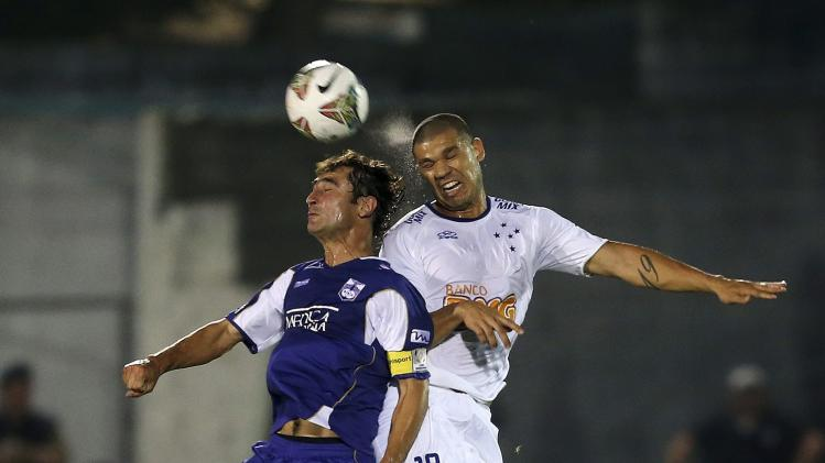 Nilton of Brazil's Cruzeiro and Fleurquin of Uruguay's Defensor Sporting try to head the ball during their Copa Libertadores soccer match in Montevideo