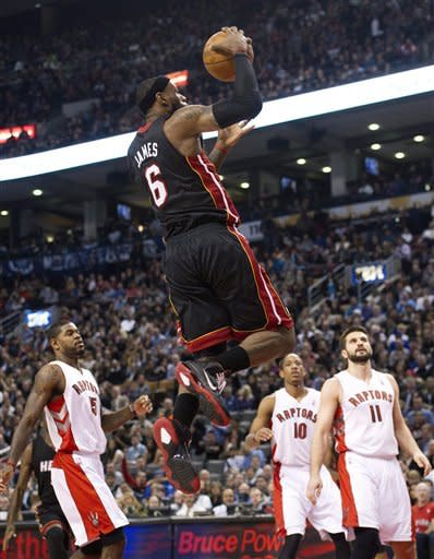 Wade and Bosh each score 30 as Heat beat Raptors