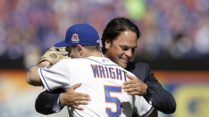 Young wins SB crown, Mets rally past Brewers 3-2