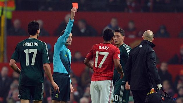 Cuneyt Cakir sends off Nani
