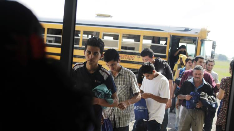 File photo of deportees walking at the international airport in San Pedro Sula