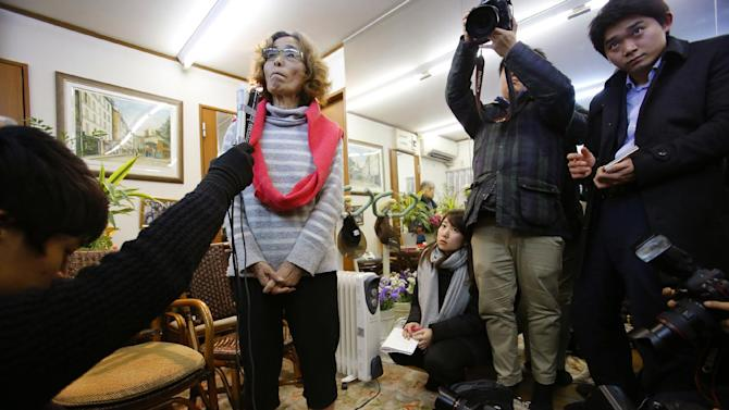 Junko Ishido, center left, the mother of Japanese journalist Kenji Goto who is being held hostage by the Islamic State group, listens to reporter's question during a press conference at her home in Koganei on the outskirts of Tokyo late Thursday, Jan. 29, 2015. Jordan on Thursday demanded proof from Islamic State militants that a Jordanian pilot they are holding is still alive, despite purported threats by the group to kill the airman at sunset unless an al-Qaida prisoner is freed from death row in Jordan. The militants' deadline passed without word on the fate of the pilot, Lt. Muath al-Kaseasbeh, and a fellow hostage, Goto. (AP Photo/Shizuo Kambayashi)