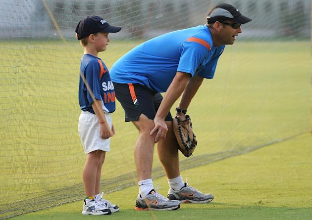 Indian cricket coach Gary Kirsten (R) an