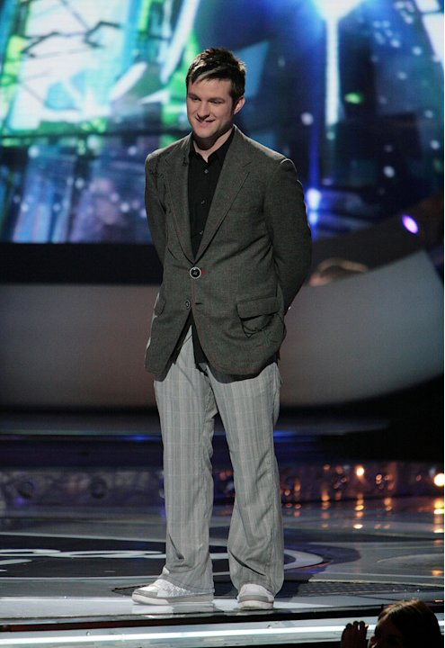 Blake Lewis performs as one of the top 2 contestants on the 6th season of American Idol.