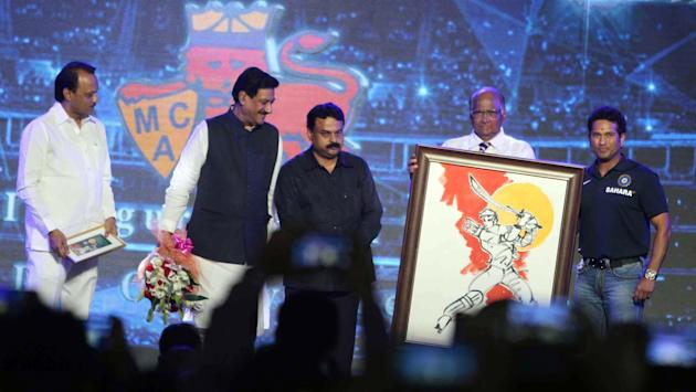 Indian cricketer Sachin Tendulkar, Union Agriculture Minister and MCA (Mumbai Cricket Association) president Sharad Pawar, Maharashtra Chief Minister Prithviraj Chavan and Mumbai Mayor Sunil Prabhu du