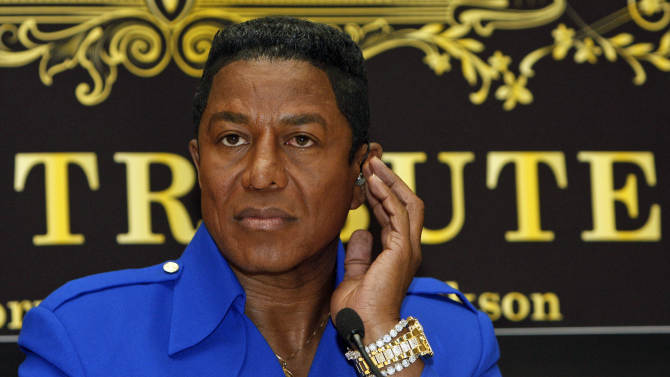 """FILE - In this Sept. 11, 2009 file photo, Jermaine Jackson, brother of late U.S. """"King of Pop"""" Michael Jackson, is seen during a news conference in Vienna, Austria. Jermaine Jackson said, Wednesday, August 1, 2012, that he regretted the recent public turmoil that has embroiled his family and called for them to work out their issues in private. He also said he no longer supported a letter calling on the estate's executors to step down. (AP Photo/Ronald Zak, File)"""