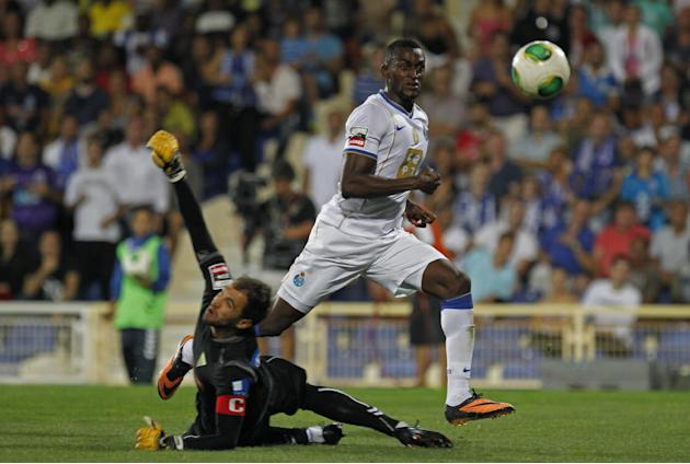 Porto's Jackson Martinez, from Colombia, scores past Estoril's goalkeeper Vagner Silva, left, from Brazil, his side's second goal during their Portuguese league soccer match at the Antonio Coimbra da