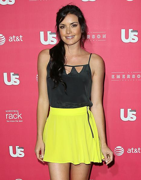 Courtney Robertson, Bachelor Season 16 Winner, Lands Book Deal for Revealing New Memoir