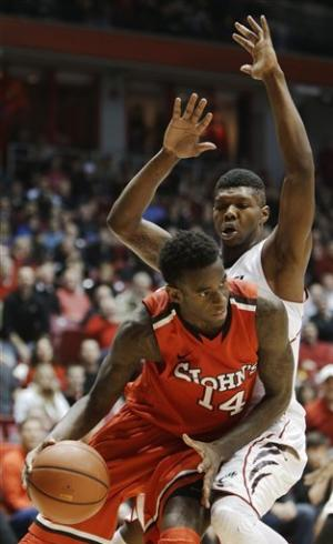 St. John's beats No. 14 Cincinnati 53-52