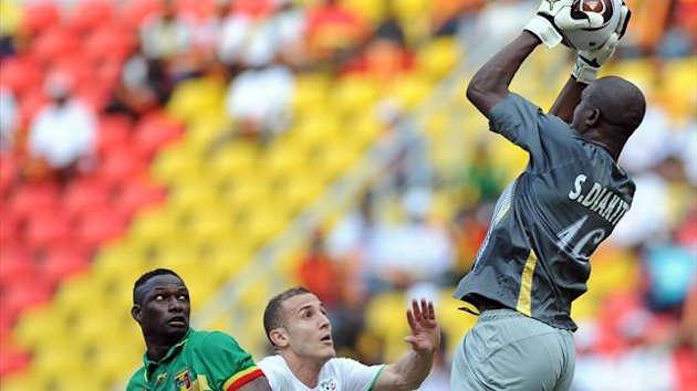 Soumbeyla Diakite of Mali saves during the qualifing match of African Cup of Nations football championships between Algeria and Mali