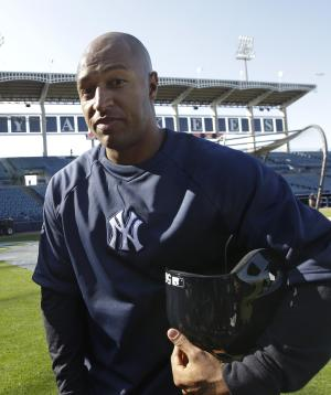 New York Yankees outfielder Vernon Wells  heads to the dugout after signing with the Yankees and taking batting practice before the baseball team's spring training game against the Houston Astros at Steinbrenner Field in Tampa, Fla., Tuesday, March 26, 2013. (AP Photo/Kathy Willens)