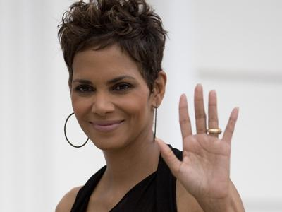 Halle Berry Talks Pregnancy in Brazil