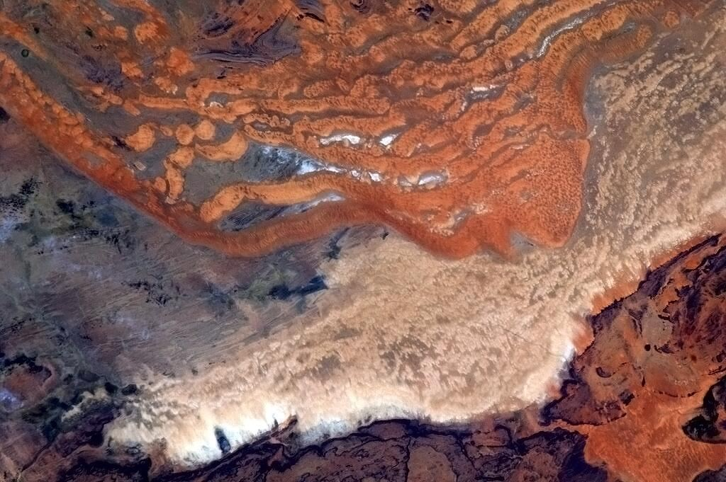 BIeXqi9CYAAZHou-jpg_181345 - Incredible photos from space - Science and Research