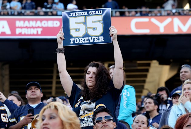 Public Memorial for NFL Star Junior Seau