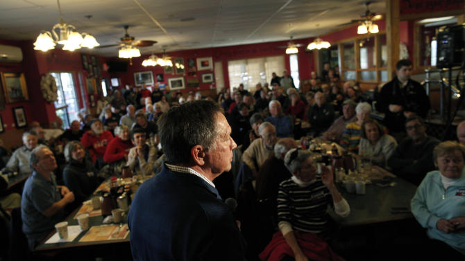 U.S. Republican presidential candidate and Ohio Governor John Kasich speaks at a town hall meeting at Applewood House of Pancakes in Pawleys Island
