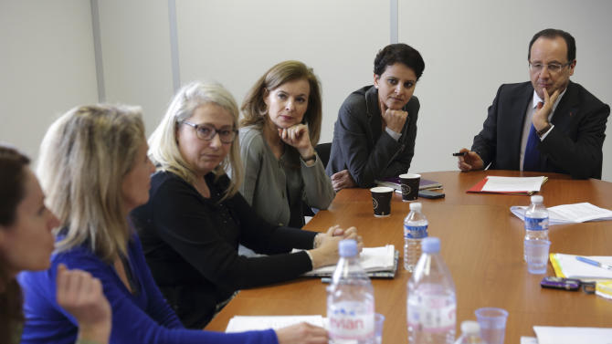 "French President Francois Hollande, right, his companion Valerie Trierweiler, third right, and Minister of Women's Rights Najat Vallaud-Belkacem, second right, attend a meeting with women at ""Force Femmes"", an association which helps unemployed women over 45-years old in Paris, Friday March 8, 2013. Hollande is proposing legislation to get more dads on long-term paternity leave and moms back to work faster. Hollande, a never-married father of four, also wants more state aid for single parents whose partners fail to pay child support. (AP Photo/Philippe Wojazer/Pool)"
